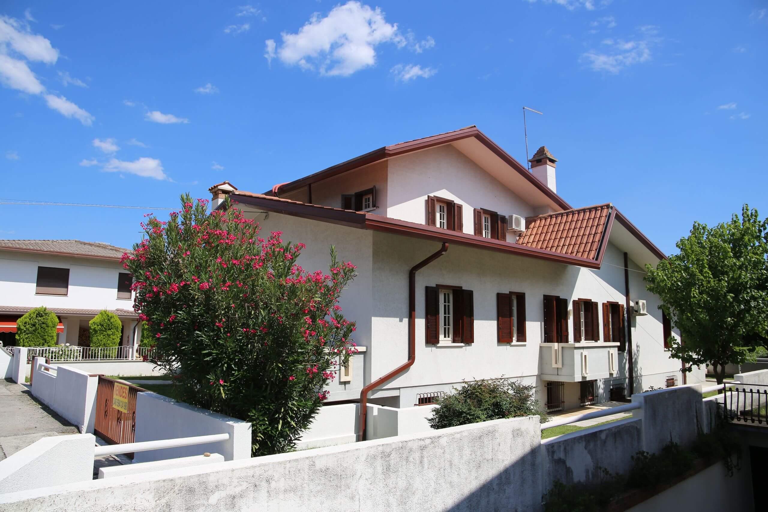 San Giuseppe di Cassola, al confine con Bassano, villa singola di ampie dimensioni