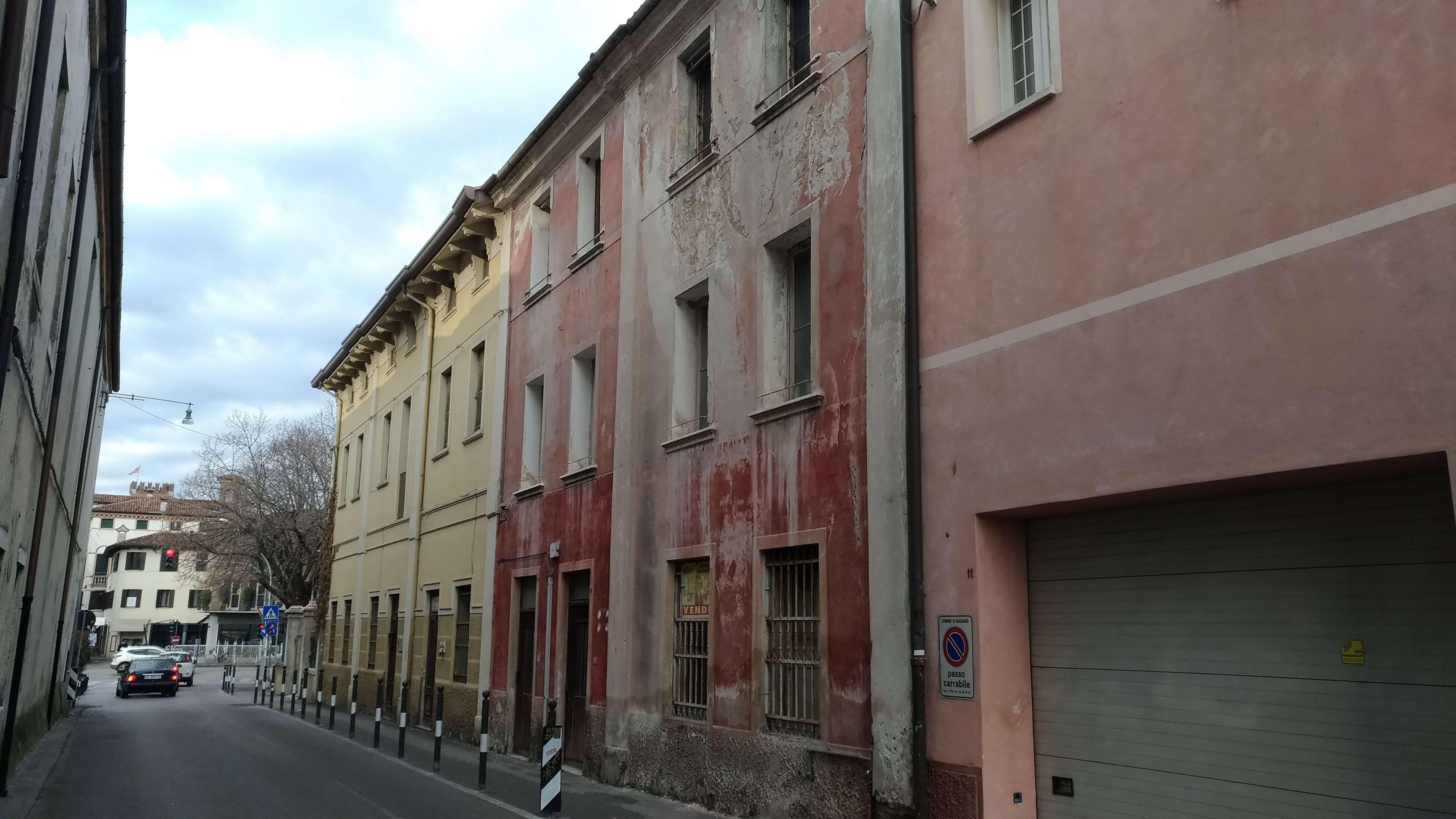 Bassano centro, Palazzetto con giardinetto.