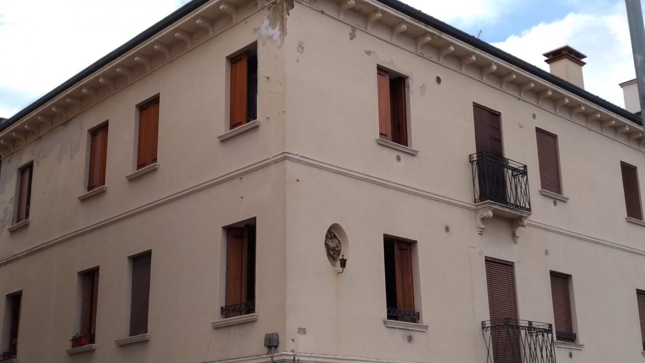 Thiene – Vicenza – 2049  V
